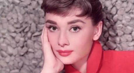 Audrey Hepburn je i dnes zdrojem inspirace pro módní návrháře Zdroj: youtube.com