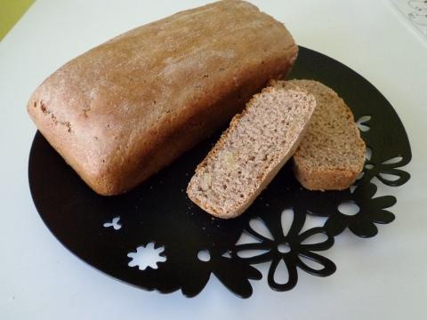 Špaldový chléb s ořechy