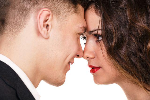 kontakt-pohled-komunikace-svadeni-flirt