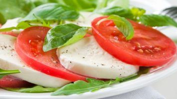 Proč jíst rajčata, caprese