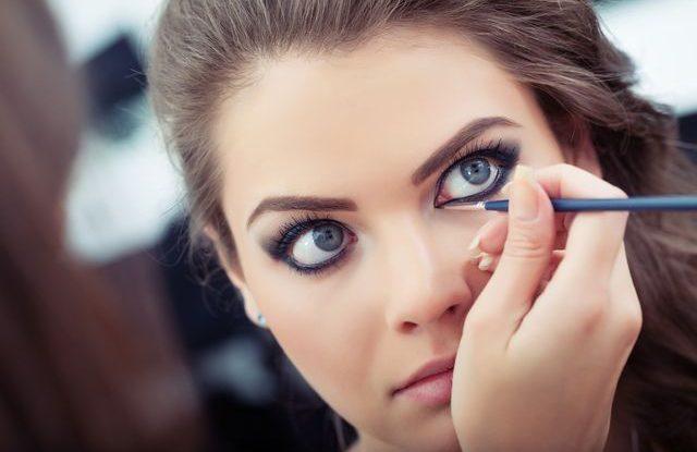 Jak používat tužku na oči