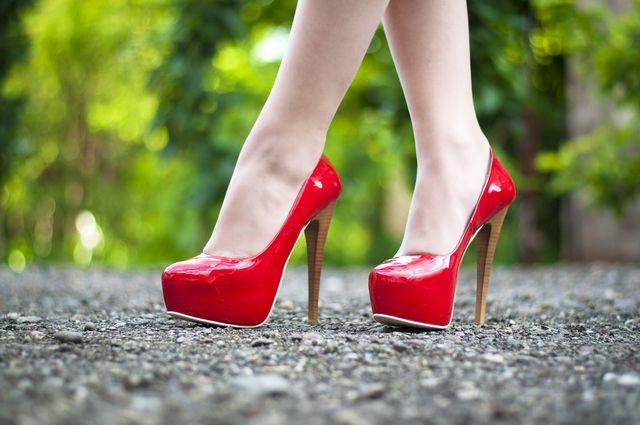 Jak nosit boty na podpatku aby nás nebolely chodidla