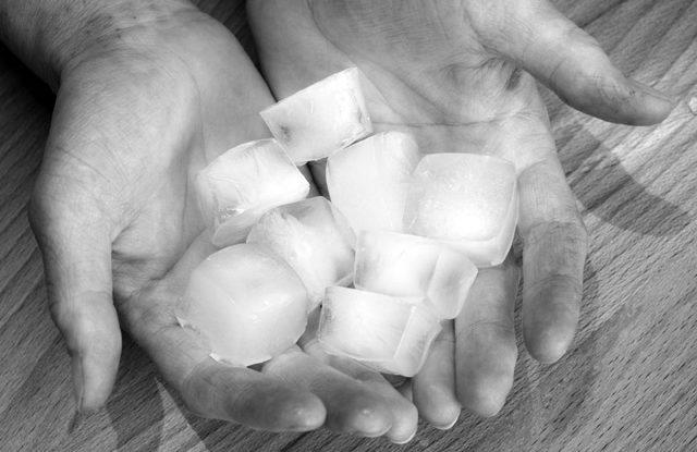 Studené ruce příčiny a léčba