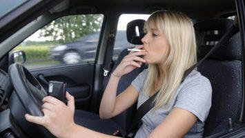 Cigareta za volantem, kouření v autě