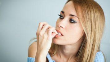 Jak si přestat kousat nehty