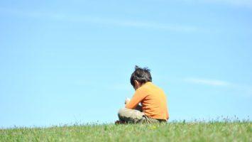 Jak dítěti ulehčit smrt blízkého člověka
