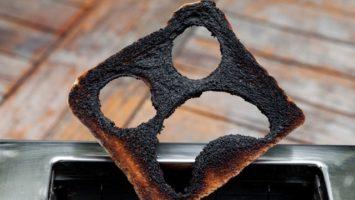 Proč nejíst spálené jídlo