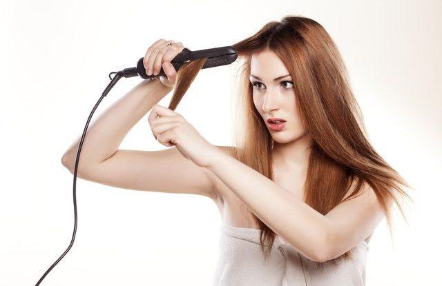 Co dělat se zničenými vlasy od žehličky