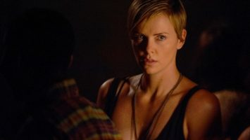 FOTO: Charlize Theron Dark Places4