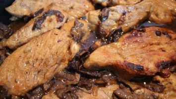 Krůtí maso na houbách
