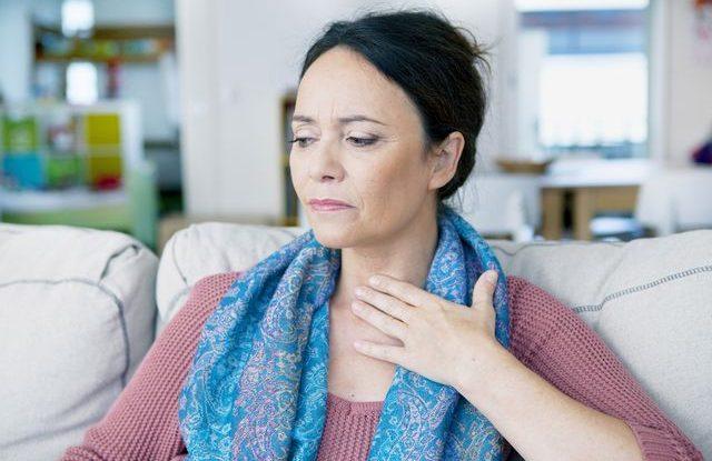 Co pomůže na bolest v krku