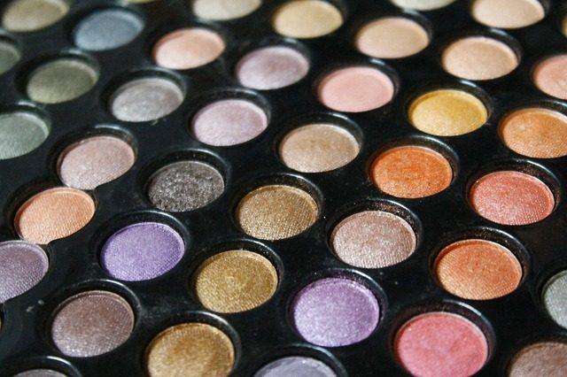 ocni-stiny-liceni-kosmetika