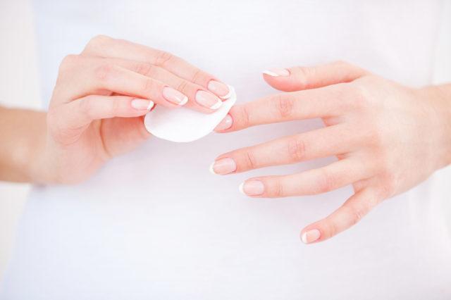Jak odlakovat nehty