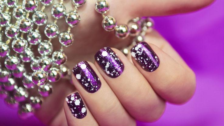 Jak si odlakovat nehty i třpytky