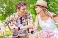 Jak si najít partnera? V létě máte o 75 % vyšší šanci, než v zimě. Jak to?