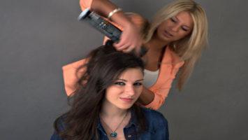 Jak si správně lakovat vlasy
