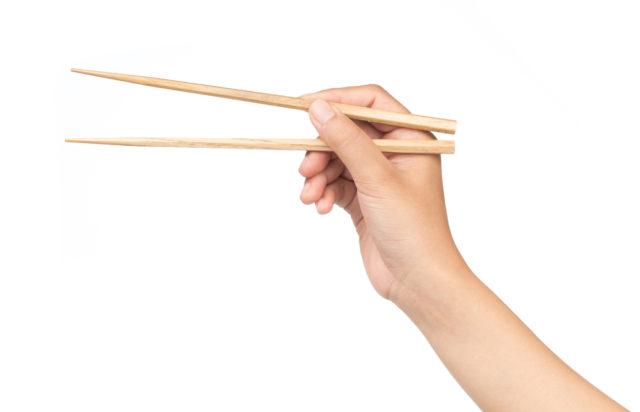 Jak správně držet čínské hůlky