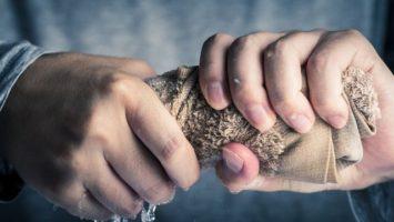 Jak zabránit pocení rukou