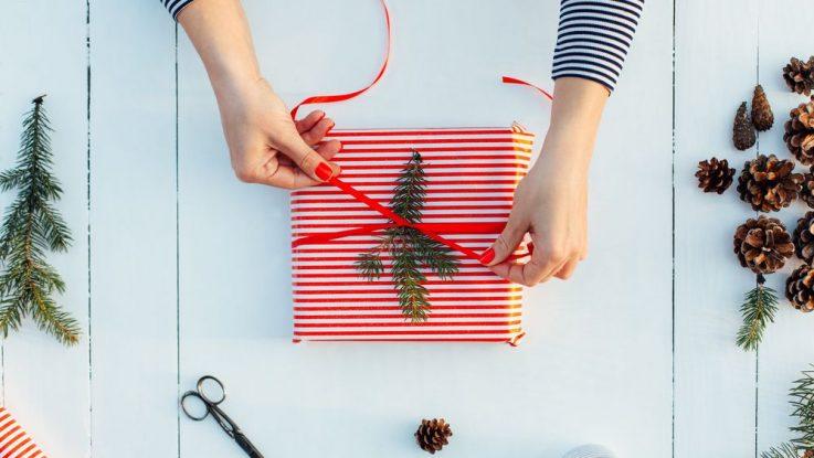 Balení dárků na Vánoce