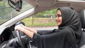 Ženy v Saudské Arabii budou moci řídit