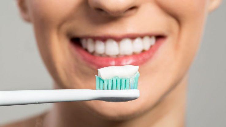Dle obsahu fluoru můžeme dělit zubní pasty do třech kategorií.