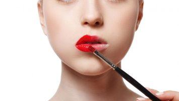Jak zvětšit rty pomocí make-upu