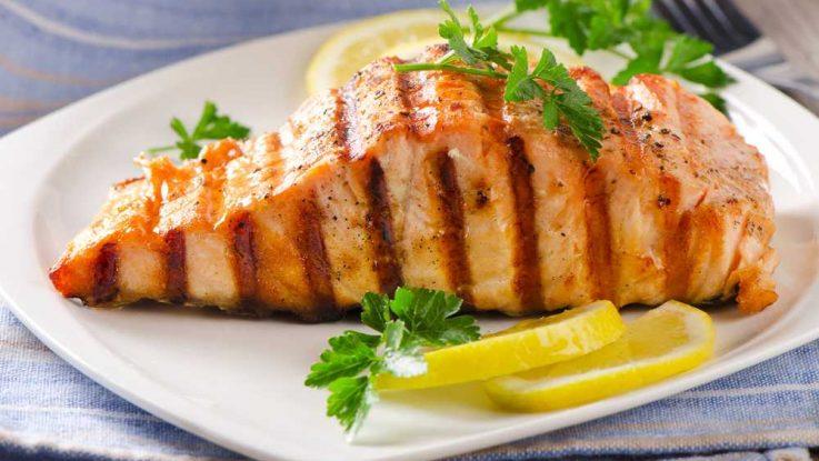 Grilovaný losos, zdravé ryby