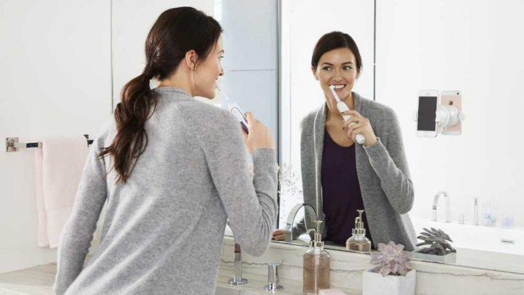 Oscilačně-rotační zubní kartáček