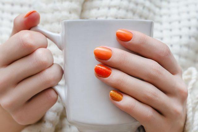 Oranžové nehty