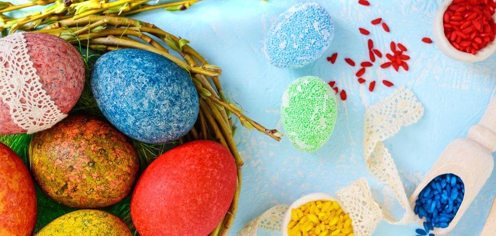 Barvení vajíček rýží, netradiční velikonoční vajíčka