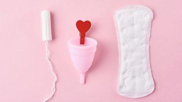 Menstruační pomůcky kalíšek nebo vložky