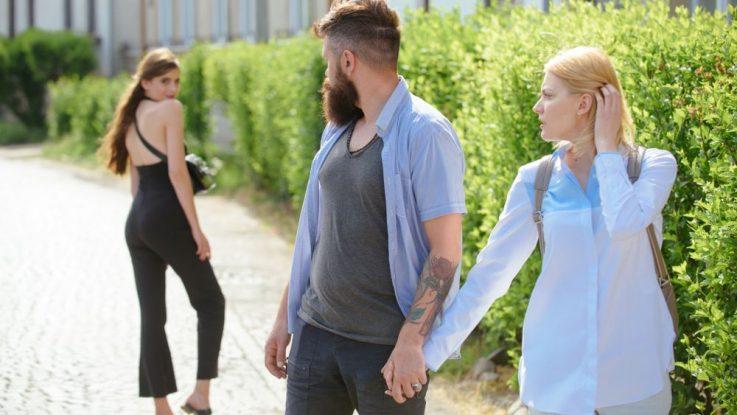 Partner se stále dívá po jiných ženách