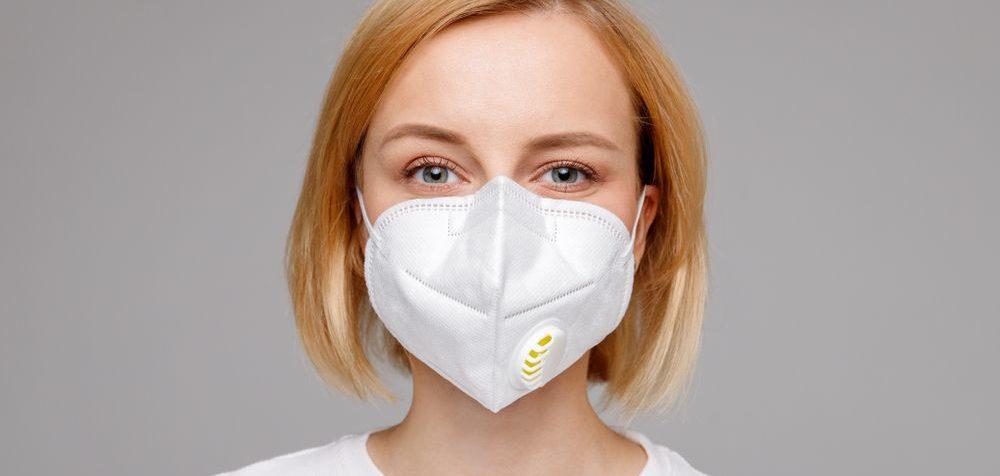 Respirátory nechrání proti koronaviru okolí