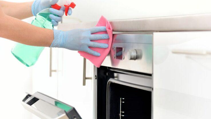 Jak efektivně uklidit kuchyň, kuchyňské utěrky